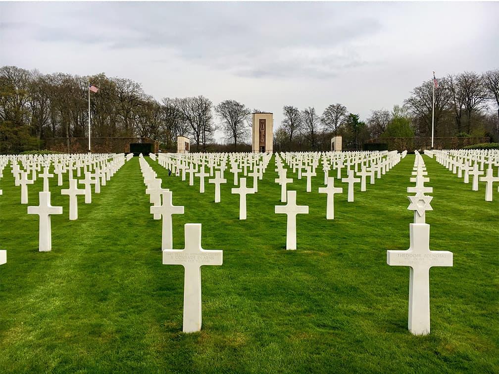 Những ngôi mộ của lính mỹ tại nghĩa trang American Military