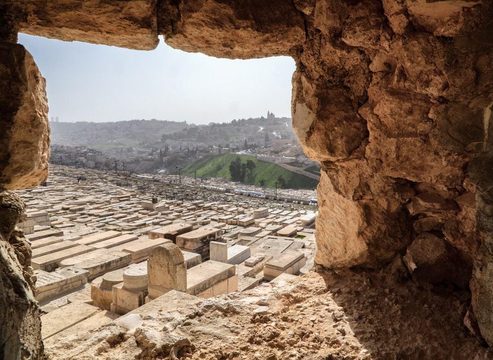 Những ngôi mộ đá tại Nghĩa trang Mount of Olives phía đông thành phố cổ Jerusalem